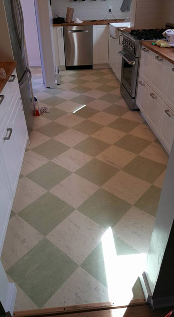 Linoleum Checker Board Kitchen Floor pic 5